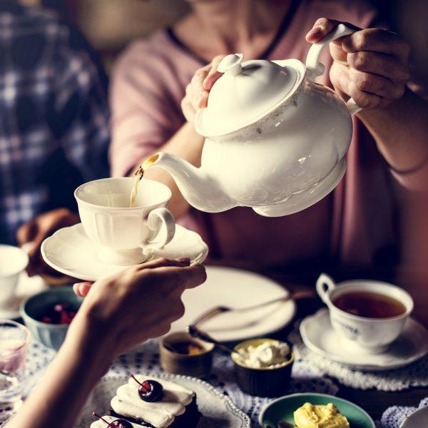 Više od 30.000 ljudi pijuckalo je čaj u Indiji / More than 30,000 people sipped tea in India
